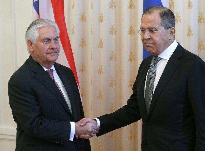 Rex Tillerson y Serguei Lavrov en el encuentro de ayer, en Moscú.