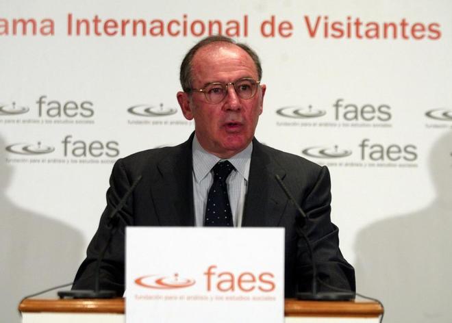 Rodrigo Rato pronuncia una conferencia en Faes en noviembre de 2004,...