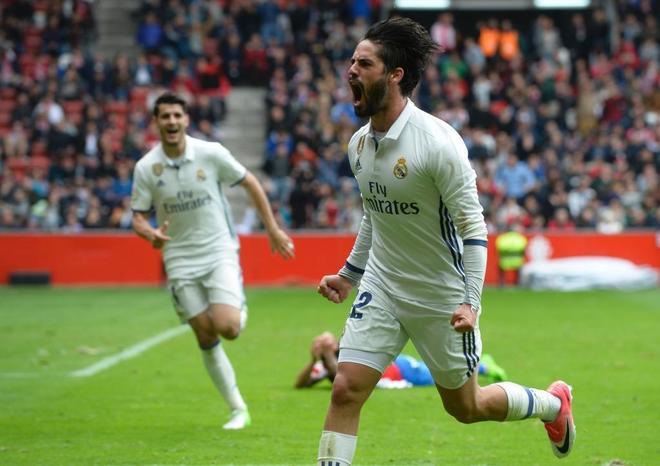 Isco celebra el gol de la remontada en Gijón que dio los tres puntos al Madrid.
