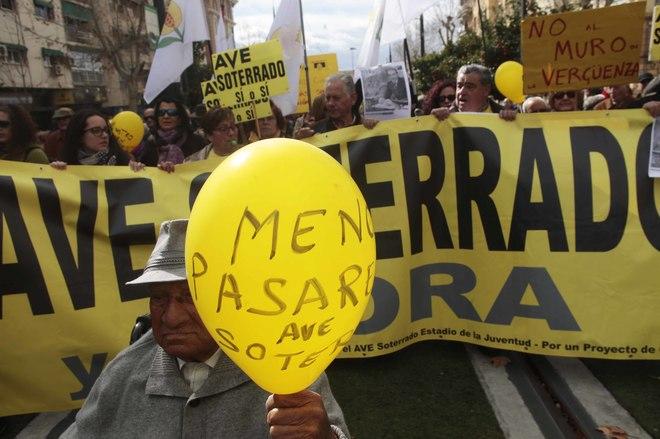 Protesta realizada en Granada el pasado febrero por el aislamiento ferroviario de Granada.