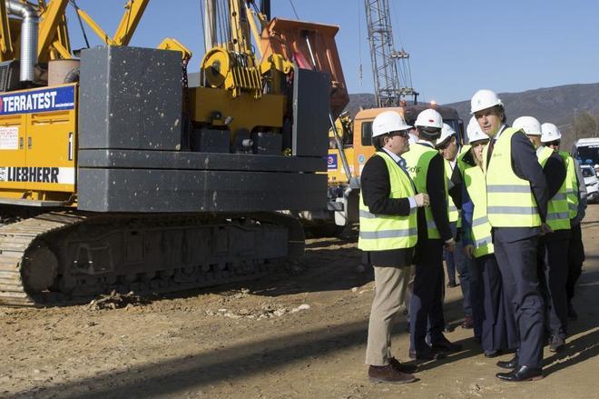 Las grandes constructoras reducen un 51% sus plantillas en España