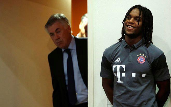 Ancelotti y Renato Sanches antes de una rueda de prensa en el Allianz Arena, el pasado agosto.