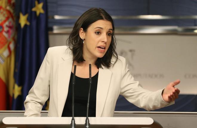 La portavoz de Podemos en el Congreso, Irene Montero, en una rueda de...