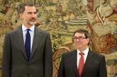 Felipe VI y el ministro de Exteriores de Cuba, Bruno Rodríguez, en el...