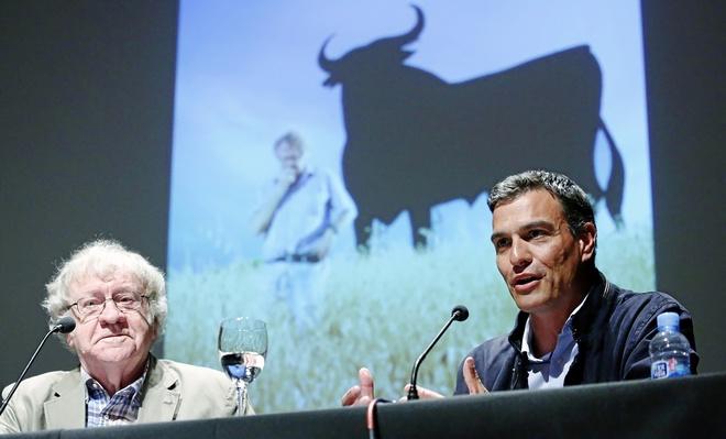 Pedro Sánchez, este lunes en Madrid, en un diálogo con el...
