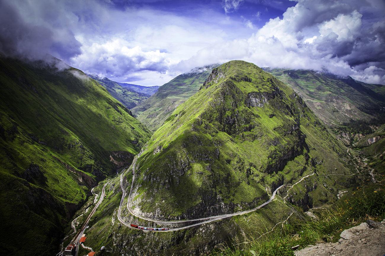 Cuenta la leyenda que para terminar de coser esta montaña con vías...