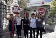 Las cinco activistas en 2016, a su llegada al Juzgado de lo Penal número 19 de Madrid