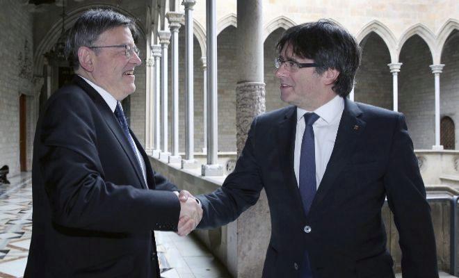 Los presidentes Puig y Puigdemont, en su encuentro en el Palau.