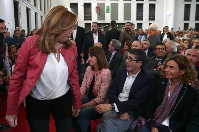 Susana Díaz y Patxi López se cruzan este miércoles en el acto de...