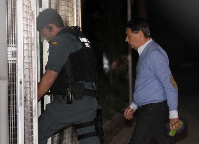 Ignacio González, a su llegada a la Comandancia de la Guardia Civil...