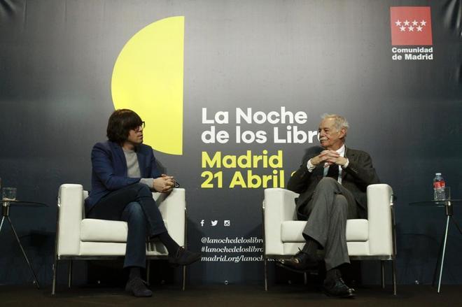 Eduardo Mendoza y Luis Piedrahita, ayer en el acto de La Noche de los libros.