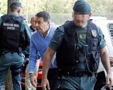 Ignacio González, el miércoles, al llegar a su despacho acompañado...
