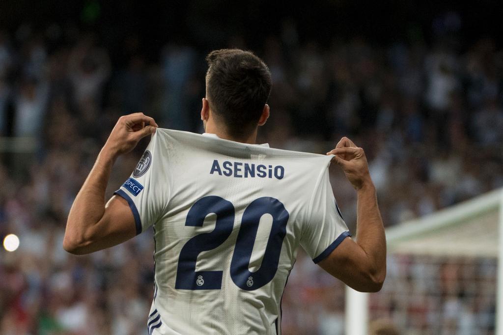 Asensio se señala su dorsal tras marcar el gol ante el Bayern, el pasado martes.