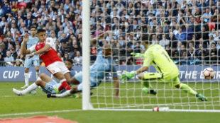 Alexis Sánchez condena a Guardiola a su primera temporada en blanco