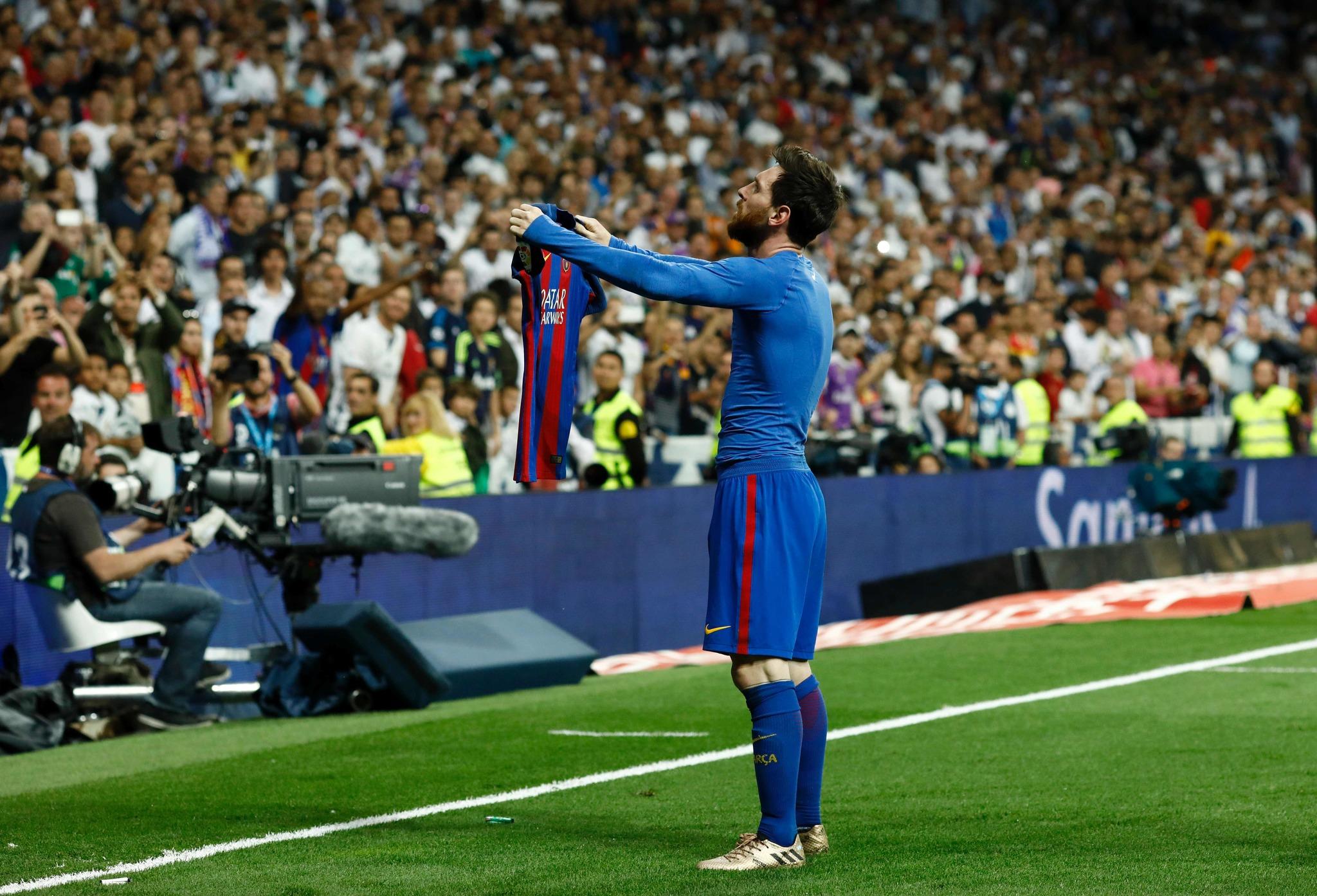 Messi pone la liga al rojo vivo en el Bernabeu.