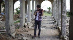 El violinista de Mosul regresa a las ruinas de su cuidad