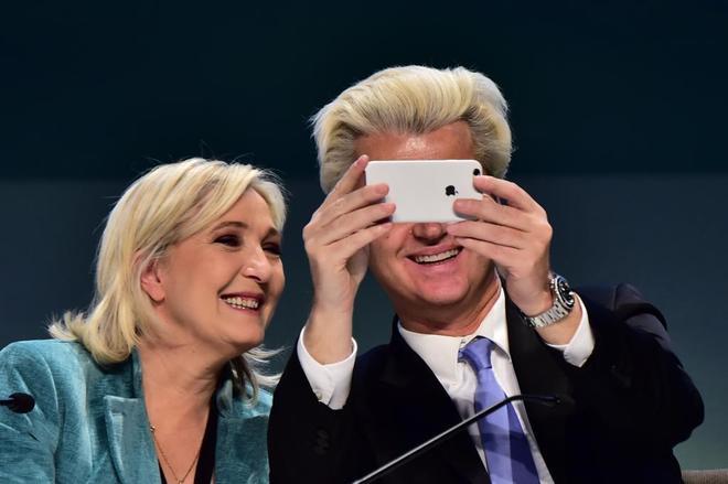 Marine Le Pen con el líder de la extrema derecha holandesa, Geert Wilders.