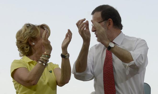 Esperanza Aguirre y Mariano Rajoy, juntos en un acto electoral del PP...