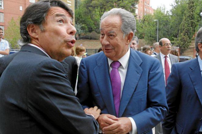 Ignacio González (izqda.) y Juan Miguel Villar Mir, en la...