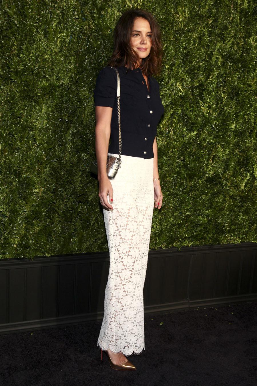 La actriz fue una de las más elegantes con pantalones blancos de...