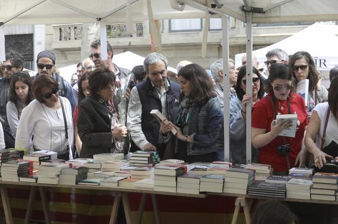 Una parada de libros el día de Sant Jordi