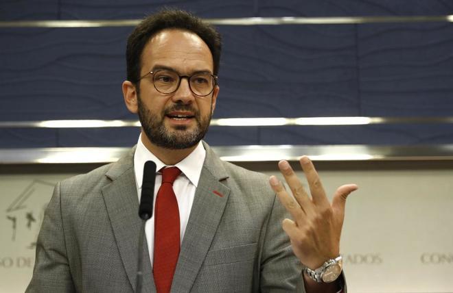 Antonio Hernando, en una rueda de prensa el pasado lunes.