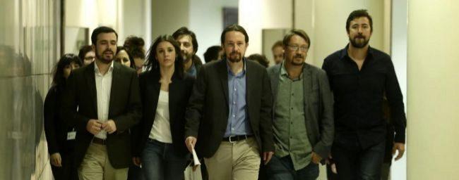 Pablo Iglesias y otros diputados de Unidos Podemos, esta mañana en el...