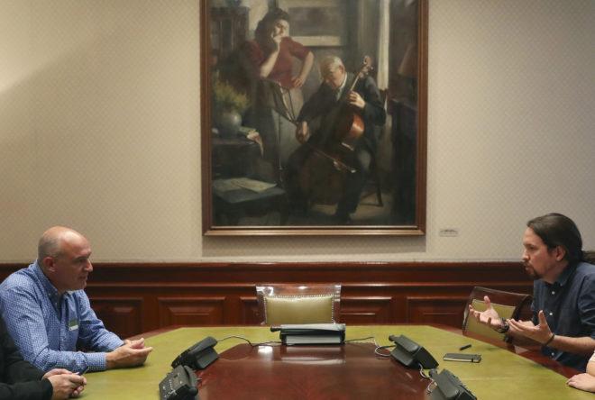 El líder de Podemos, Pablo Iglesias, durante su reunión ayer en el...