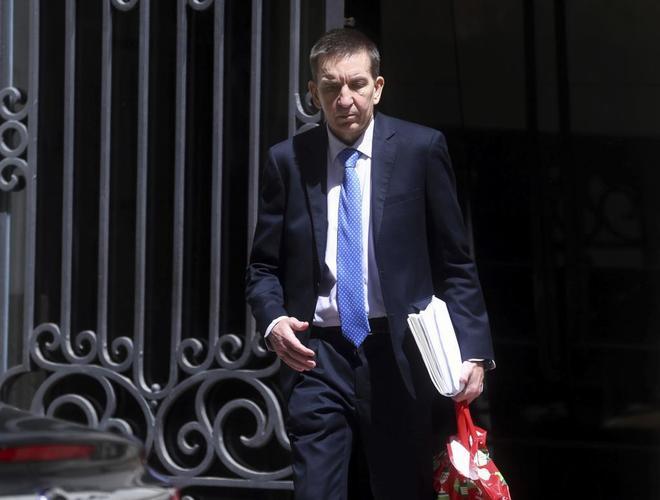 El fical jefe de Anticorrupción, Manuel Moix, abandona la sede del...