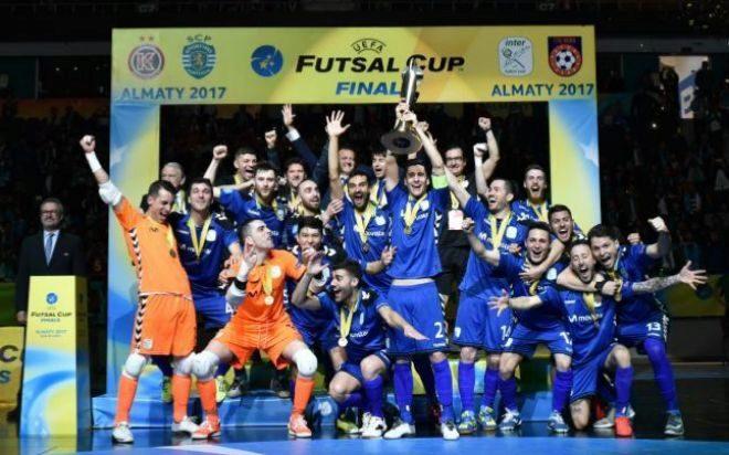 El Movistar Inter celebra su título de campeón de Europa, ayer en Almaty. MARCA