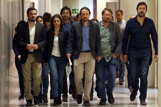 Pablo Iglesias y sus colaboradores.