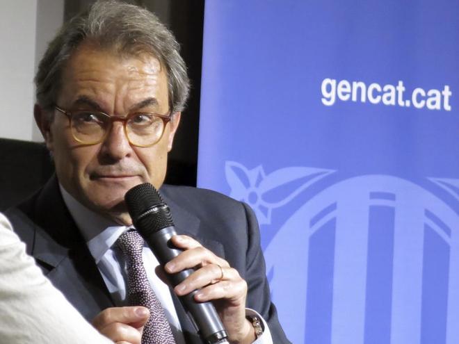 El ex presidente de la Generalitat, Artur Mas, defendió en París el proyecto de referéndum