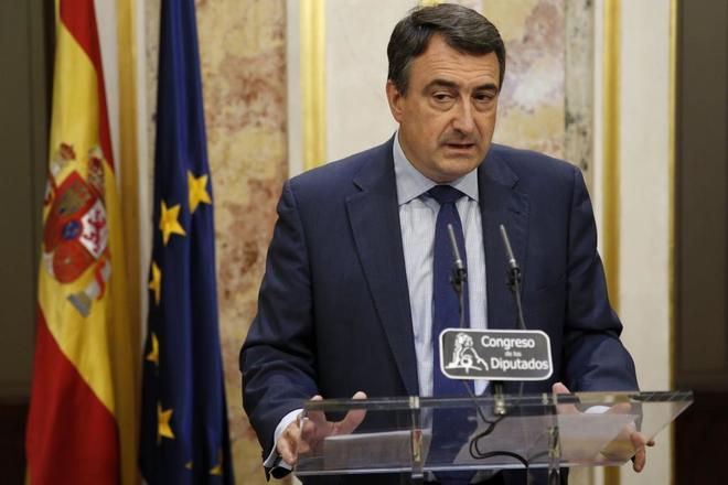 El portavoz parlamentario del PNV, Aitor Esteban, durante las...