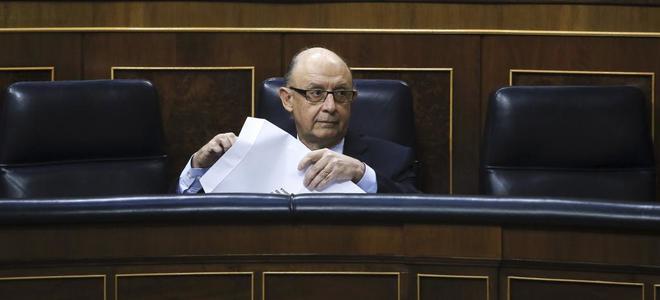 El ministro de Hacienda, Cristóbal Montoro, durante el debate en el Congreso.