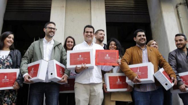 Susana Díaz sólo saca 5.000 avales de ventaja a Pedro Sánchez a pesar de contar con casi todo el aparato