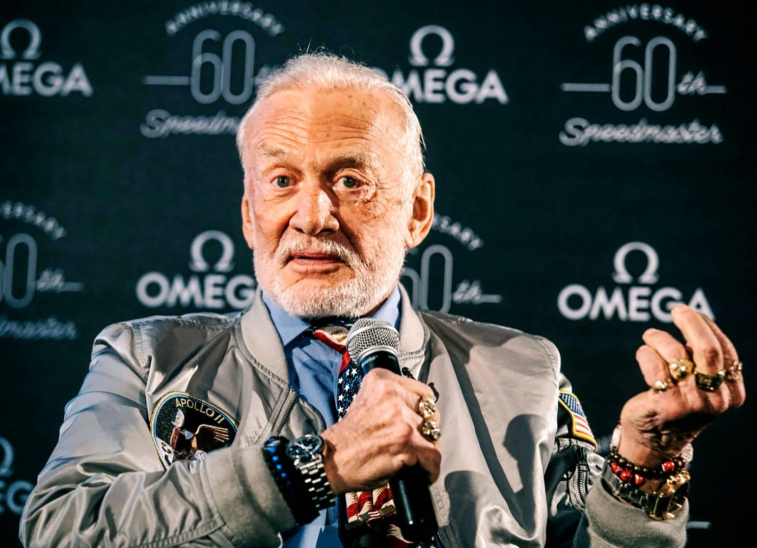 Aldrin, durante la rueda de prensa que dio en Londres, organizada por...