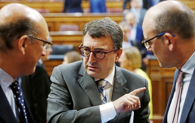 El portavoz del PNV, Aitor Esteban, este jueves en el debate de los...