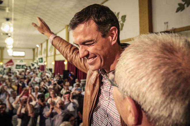 Pedro Sánchez, aclamado a su llegada al acto de Jerez de la Frontera.