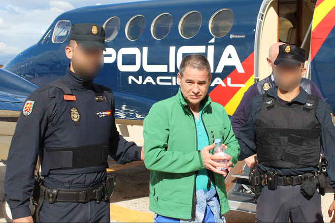 El etarra Antton Troitiño custodiado por agentes de la Policía...