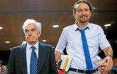El filósofo y senador italiano Mario Tronti y el líder de Podemos,...