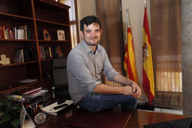 El alcalde de Sant Joan, Jaime J. Albero, en su despacho