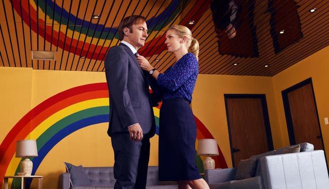 Bob Odenkirk y Rhea Seehorn, en la tercera temporada de 'Better Call...