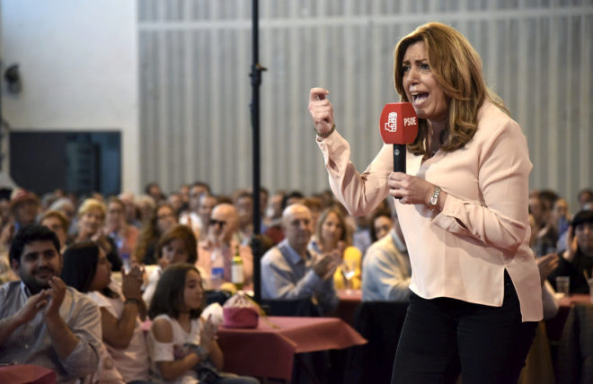 La candidata en las primarias del PSOE Susana Díaz se dirige a varios cientos de militantes en un acto el domingo en Tierz (Huesca).