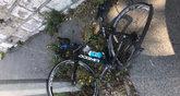 La bicicleta de Chris Froome, tras el atropello.