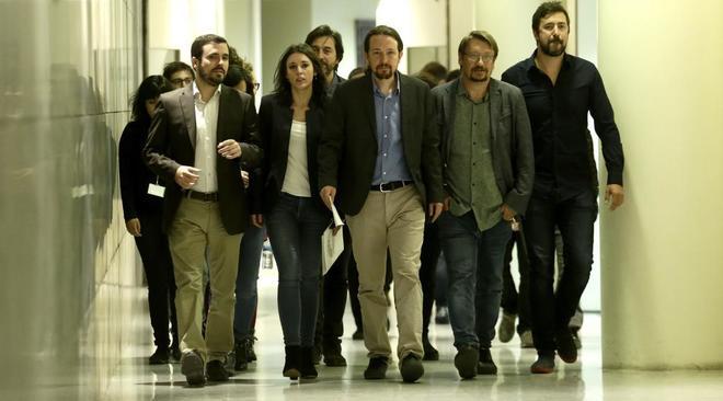 Diputados de Unidos Podemos, en el Congreso tras anunciar la...