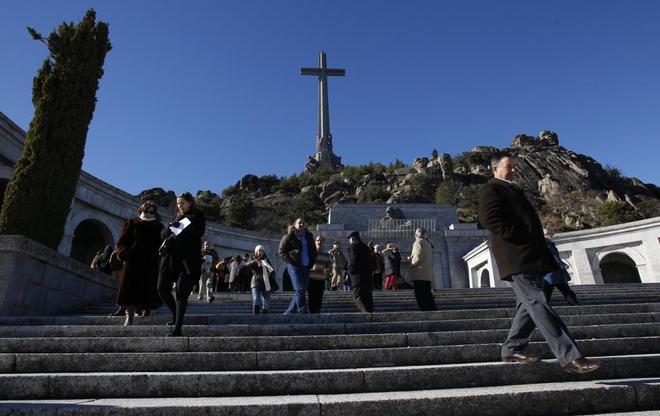 Acceso a la basílica del Valle de los Caídos, donde reposan los...