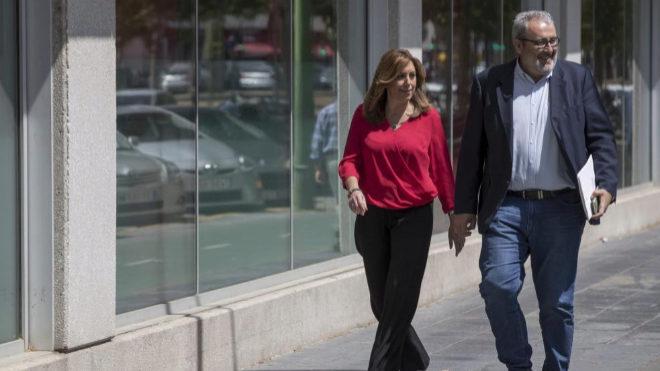 Susana Díaz y su jefe de Gabinete, Máximo Díaz Cano, ayer, en Sevilla.