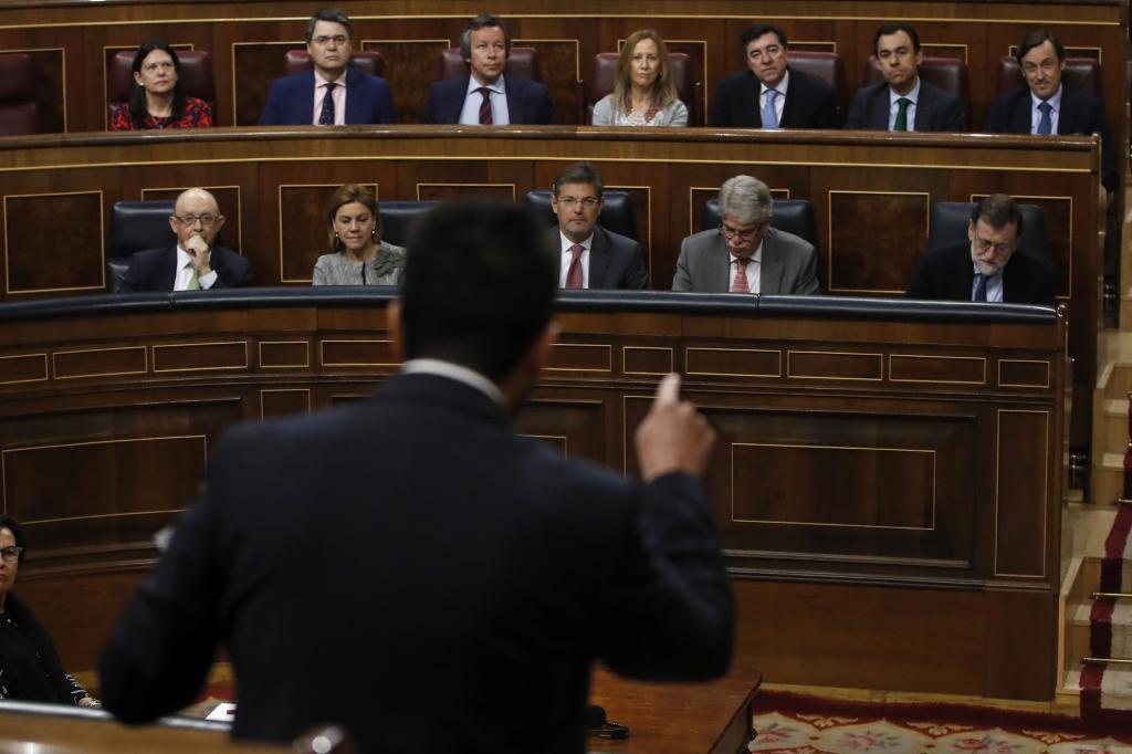 Antonio Hernando se dirige a Mariano Rajoy en la sesión de control al Gobierno de hoy en el Congreso.
