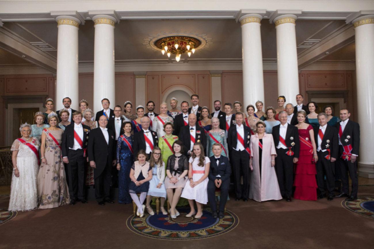 La reyes de Noruega junto a todos los invitados a la celebración del...