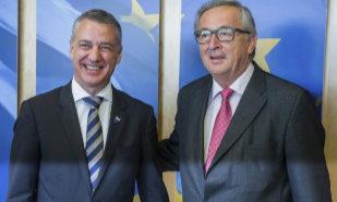 Iñigo Urkullu y Jean-Claude Juncker posan antes de su reunión en...